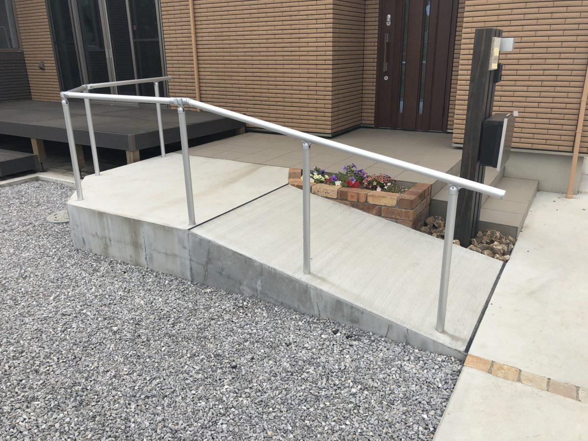 一条工務店の外構玄関スロープ