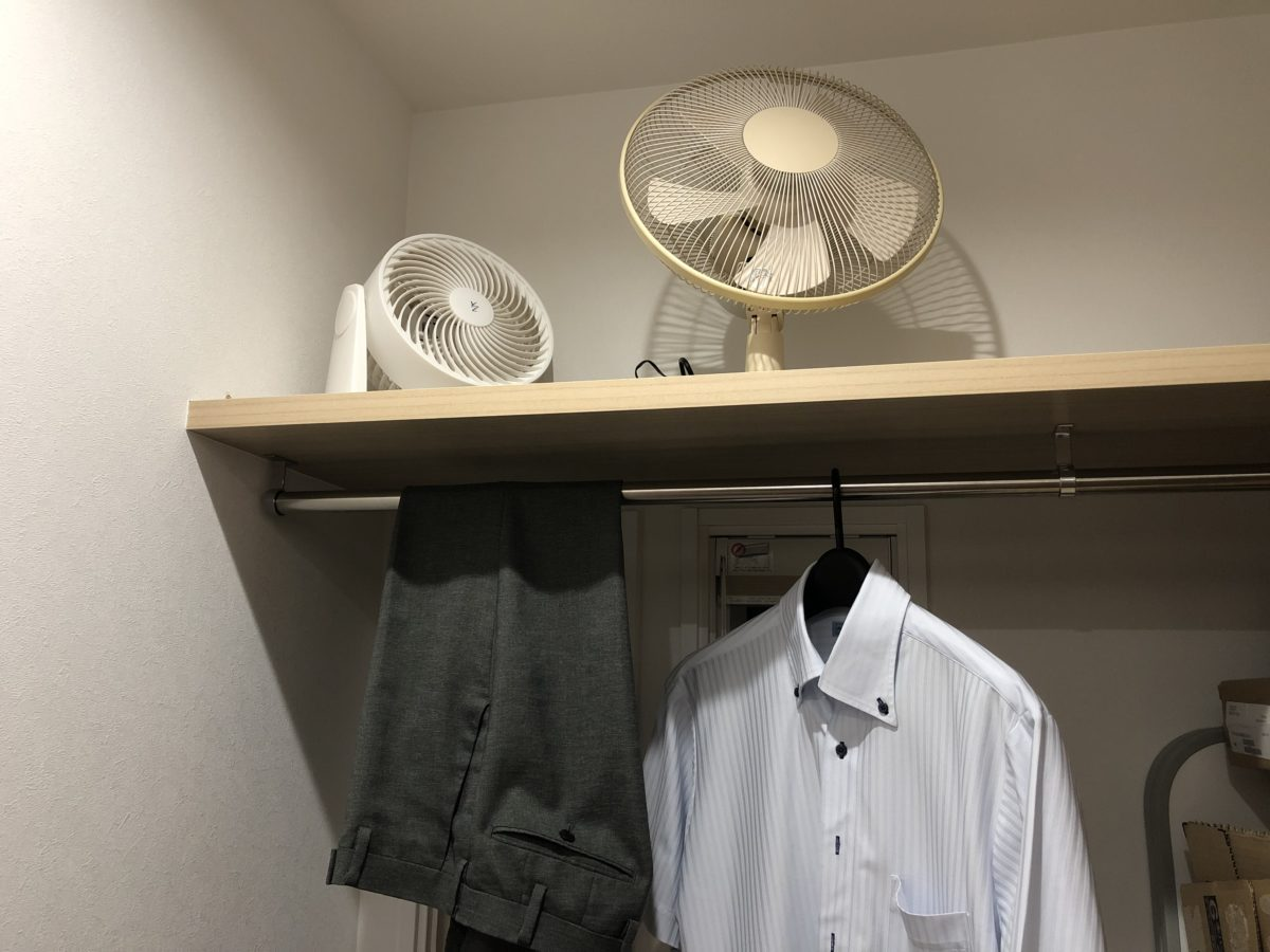 一条工務店アイスマートの平屋に設置した納戸の収納棚